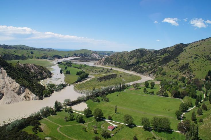 Sudden uplift on the Papatea Fault dammed the Clarence River, diverting it through fields on its banks. Photo source: Environment Canterbury