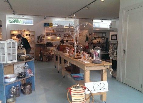 In het Noord-Hollandse Bergen ondernemen zes winkeliers sinds kort via een nieuw concept. Hemeltjelief is een coöperatie van zes winkeliers, die hun waar vanuit één pand verkopen en allemaal een eigen knop op de kassa hebben.