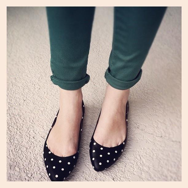 polka dots: Dream Closets, Fashion Shoes, Dreams Closet, Polka Dots Shoes, Cute Flats, Polka Dot Shoes, Black Flats, Fashion Trends, Polkadots
