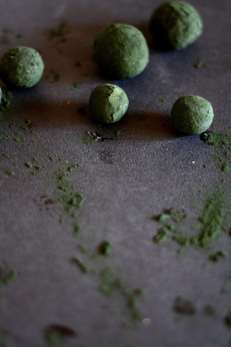 Spirulina and hemp truffles   Oh, Almonds