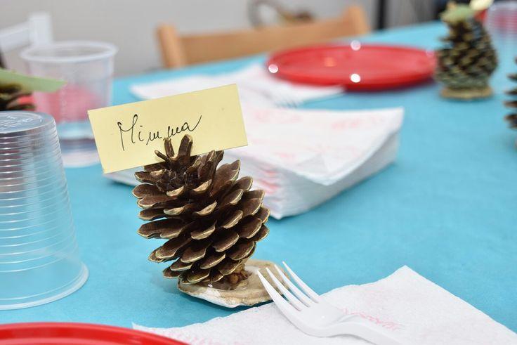 Per la vigilia di Natale ho realizzato questi particolari segnaposto con pigne...