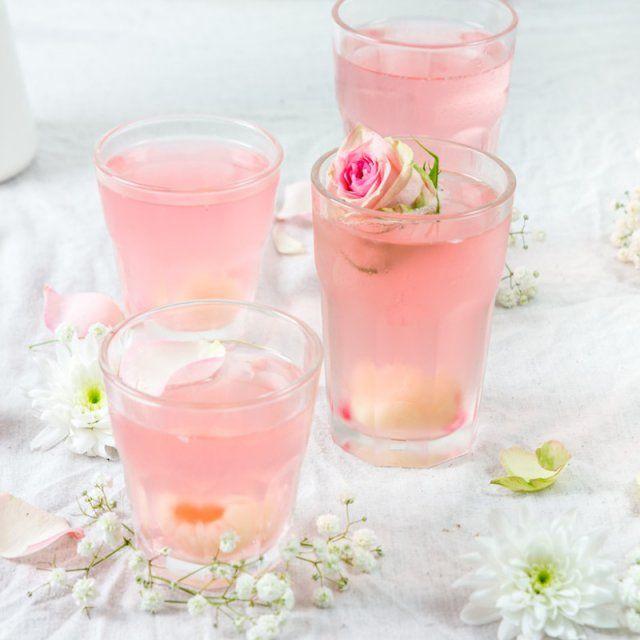 Cocktail de litchi et de rose / diy cocktail original pour l'été