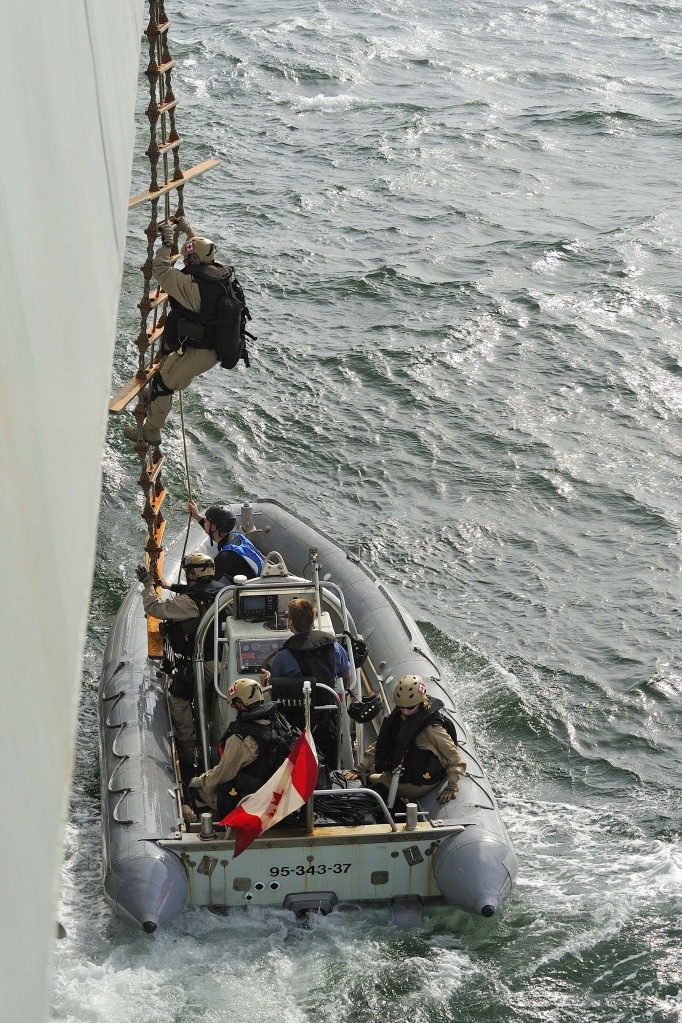 http://discovermilitary.com/wp-content/uploads/2012/09/Royal-Canadian-Navy-3.jpg