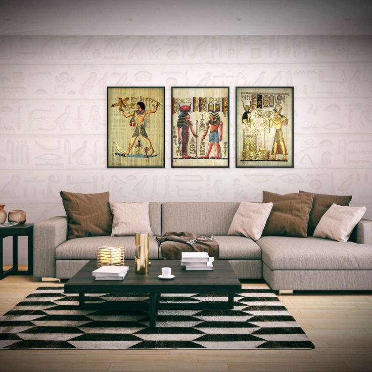 Si deseas buscar crear una decoración egipcia en el hogar, puedes optar por tonos neutros y colocar esculturas, vinilos, cojines o alfombras que destaquen con la temática.