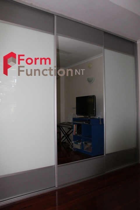 Form & Function, NT Style.  Pearl Grey Mesh (allows for ventilation) with one mirror panel and two white glass Panels.  The white glass can also be used as a white board.