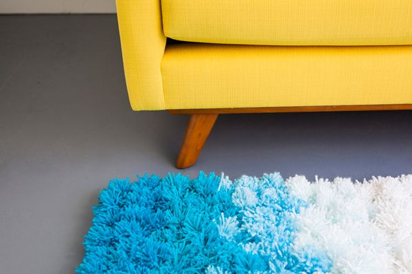 Slightly obsessed with the idea of making a pom pom rug! This tutorial makes it look easy enough.