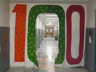 I had this in my old building the kids love it! Great post detailing a variety of 100th day activities. I LOVE this hall banner that students walk through!Schools Bulletin Boards, Schools Ideas, 100Th Day, Schools Doors, 100 Jour, 100Thday, Joy Learning, Classroom Ideas, Doors Art