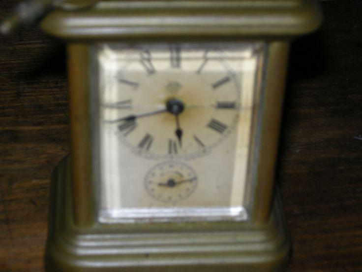 Pendulette de voyage est en vente sur notre Brocante en ligne par guyard Plus de photos et contact à cette adresse : http://www.lesbrocanteurs.fr/annonce-antiquaire/pendulette-de-voyage/