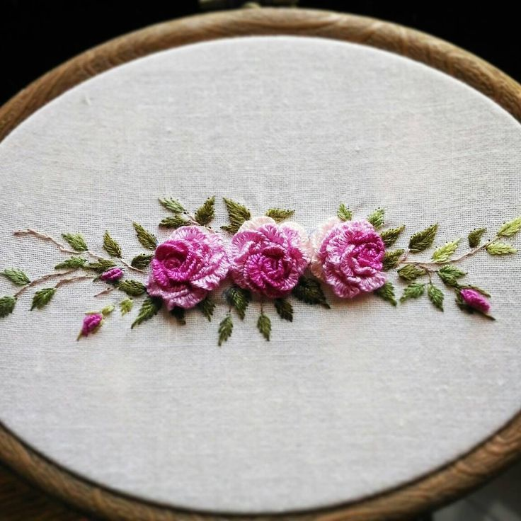 """3,551 Likes, 63 Comments - 刺繡作家 王瓊怡 Joanne (@up_in_the_hill) on Instagram: """"Taiwan 王瓊怡 #broderie #ricamo #embroidery #bordado#handembroidery #needlework #hearts #love…"""""""