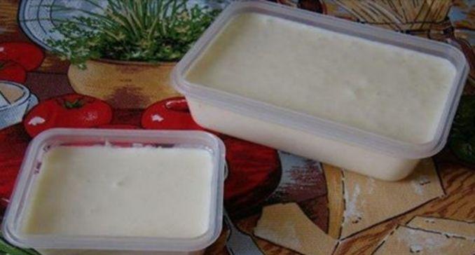 Tavený syr z obchodu mi už vôbec nechutil. Potom mi priateľka poradila recept na domáci tavený syr a odvtedy ho v obchode zásadne nekupujem !