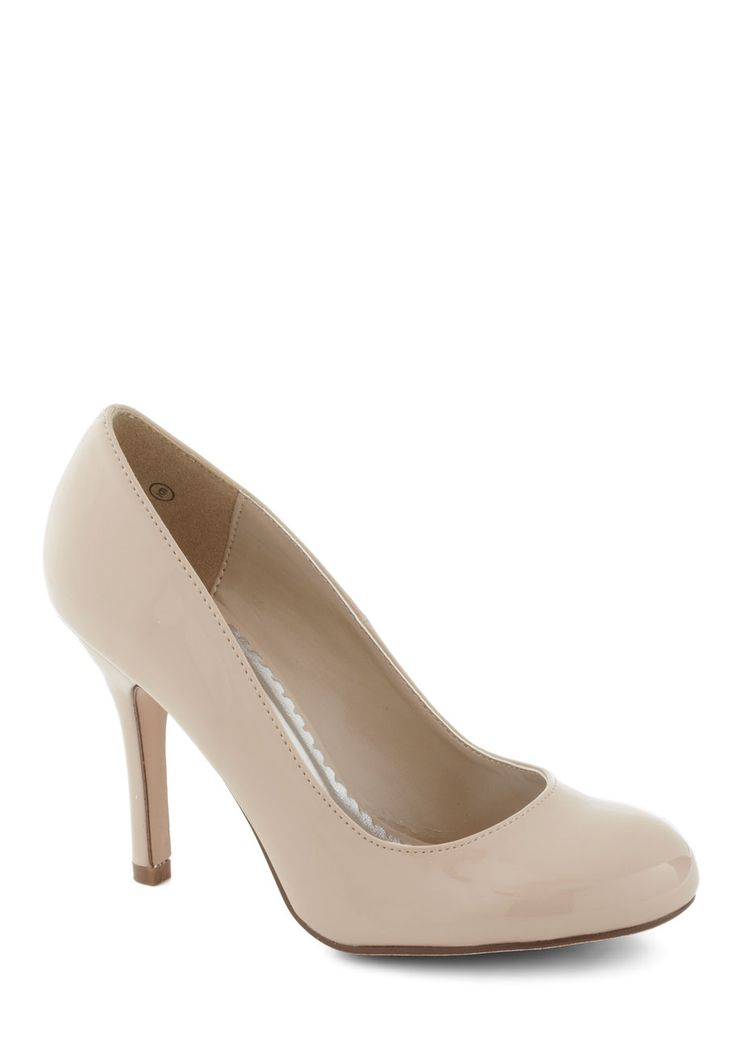 Smart Packer Heel. Loading up your suitcase for this weeks conference is a complete breeze when you have these neutral pumps to pair with everything! #cream #wedding #modcloth
