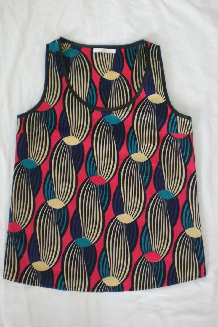 Haut débardeur (wax africain n°2) : T-Shirt, debardeurs par openya-couture