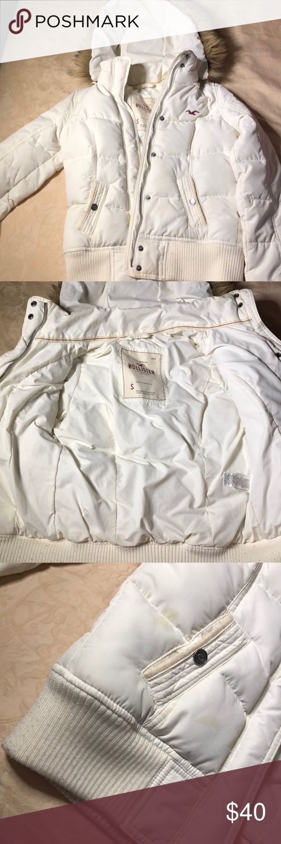 Off White Hollister Jacket Not too puffy so it fits stylish. Detachable hood. Perfect for the snow! A quick stop at the cleaners and it'll be good as new! New, only worn 2x. Hollister Jackets & Coats Puffers