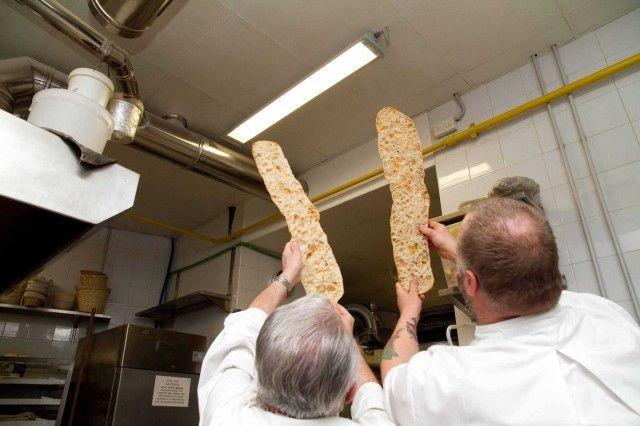 Condividi Twitta Pin E-mail Avete voglia di fare il pane in casa? Io, dopo aver assaggiato la baguette alla francese preparata da Gabriele Bonci ...