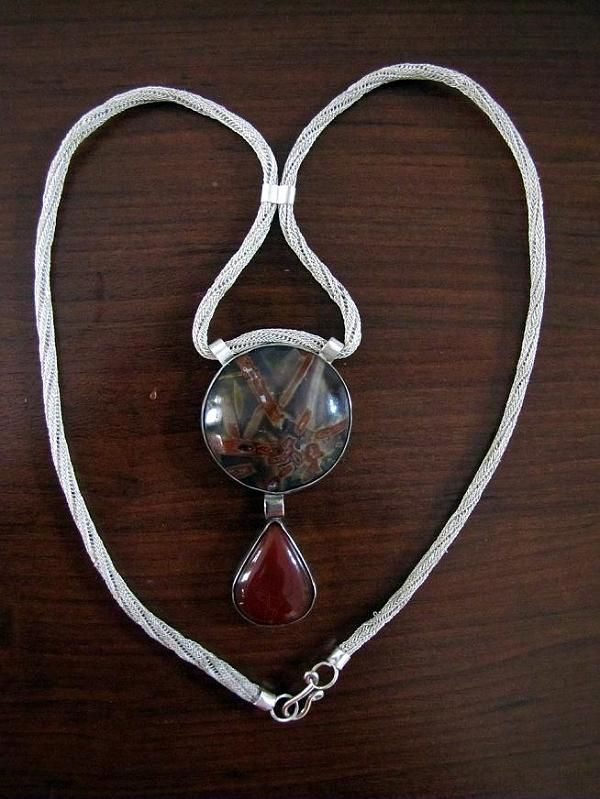 Agate stone 925 sterling silver necklace is made by Berrin Duma. Chain, knitted with silver wire was called KAZAZİYE.