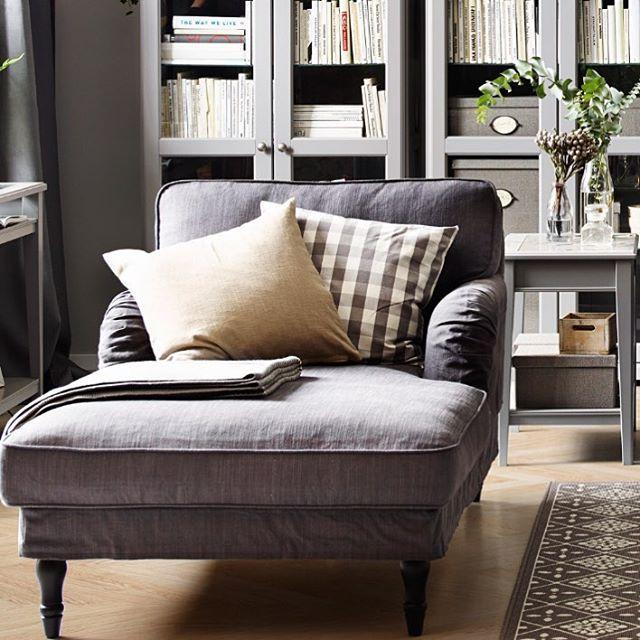 Å ta seg tid til bare å lene seg tilbake og slappe av – det er en av livets enkle gleder. Derfor lager vi myke, behagelige lenestoler. Som STOCKSUND, for eksempel. Len deg tilbake, så skjønner du hva vi mener. #STOCKSUND #lenestol #sjeselong #IKEA #IKEAinspirasjon #inspirasjon #interiør #interiørinspirasjon #stue #livingroom