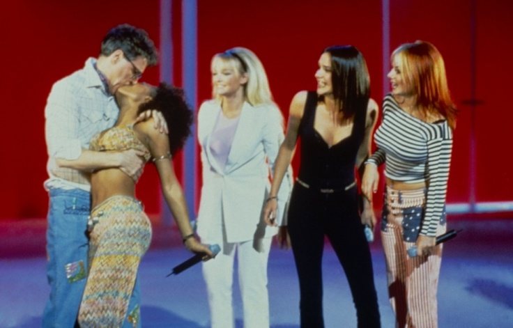 Picture Gallery | Comic Relief Spice Girls 1986 kissing Hugh Grant.