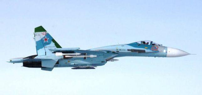 Baltık Denizi üzerinde silahlı bir Rus savaş uçağının Amerikan hava kuvvetlerine ait bir keşif uçağını taciz ettiği öne sürüldü.