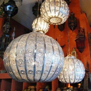 Marokkaanse Mozaiektafels, zilveren dienbladen, lantaarns, oosterse lampen & aardewerk uit Marokko - Zoutewelle-Import