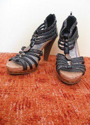Kupuj mé předměty na #vinted http://www.vinted.cz/damske-boty/vysoke-podpatky/16403023-boty-na-podpatku-s-kaminky