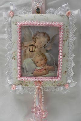 Escapulário de porta para quarto de criança.  Com a oração do Santo anjo:  Santo Anjo do senhor, meu zeloso guardador, se a ti me confiou a ...