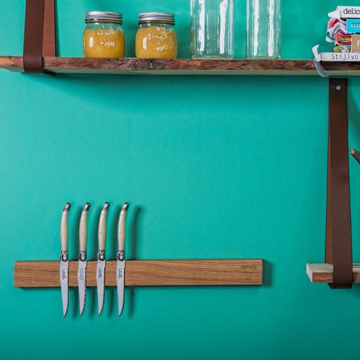 Een magnetische balk om je messen op te hangen; veilig, makkelijk en mooi! Dit magnetisch messenrek is gemaakt van eikenhout.