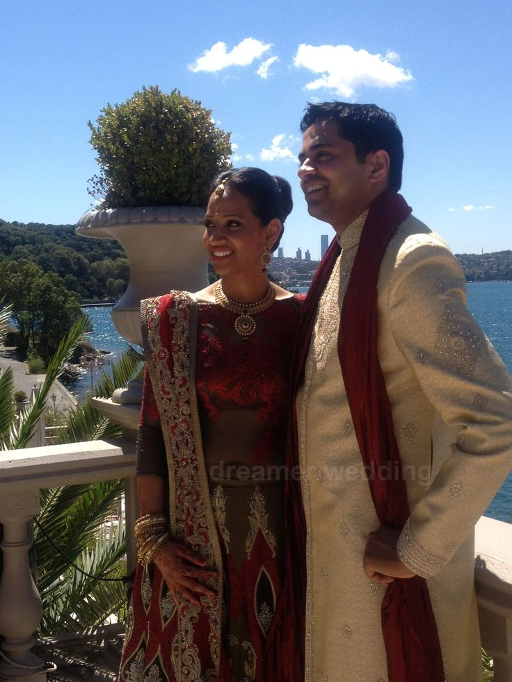 Indian-American couple had their wedding on Bosphorus at Istanbul with 3 different ceremonies.