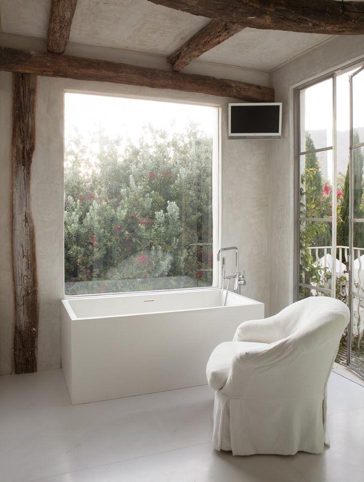 Photograph of Richard Shapiro's maser bath from The Style Saloniste (Shapiro_Mbath-0019.jpg 899×1,189 pixels)