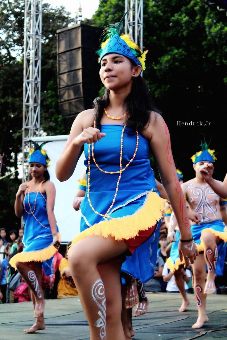 papua women dancer - sajojo dance PSBI 2013