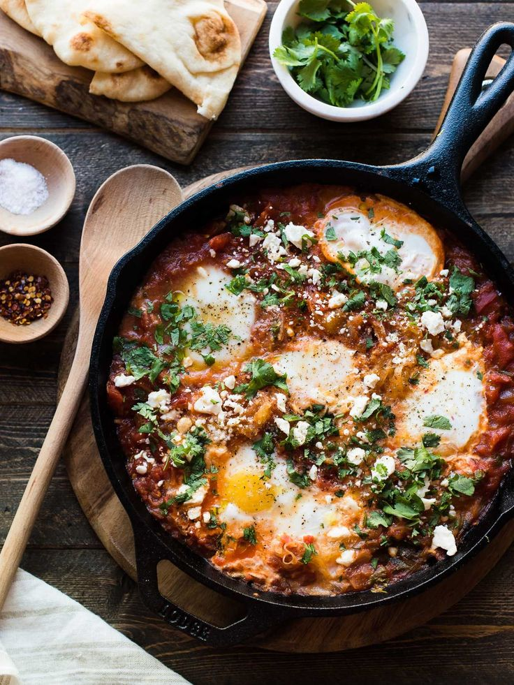 Spaghetti Squash Shakshuka is a delicious spin on the classic baked eggs in a spicy tomato sauce is perfect for breakfast, lunch, or dinner!