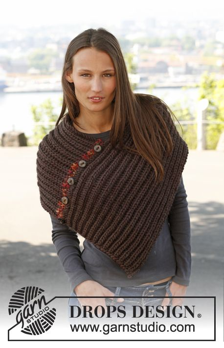 """Free pattern: Knitted DROPS poncho in English rib in """"Eskimo"""". Size one-size."""