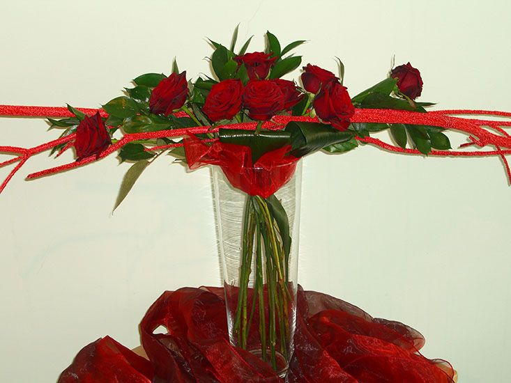 Flower Arrangements for Veterans Day | floral arrangement s curve floral arrangement horizontal floral ...