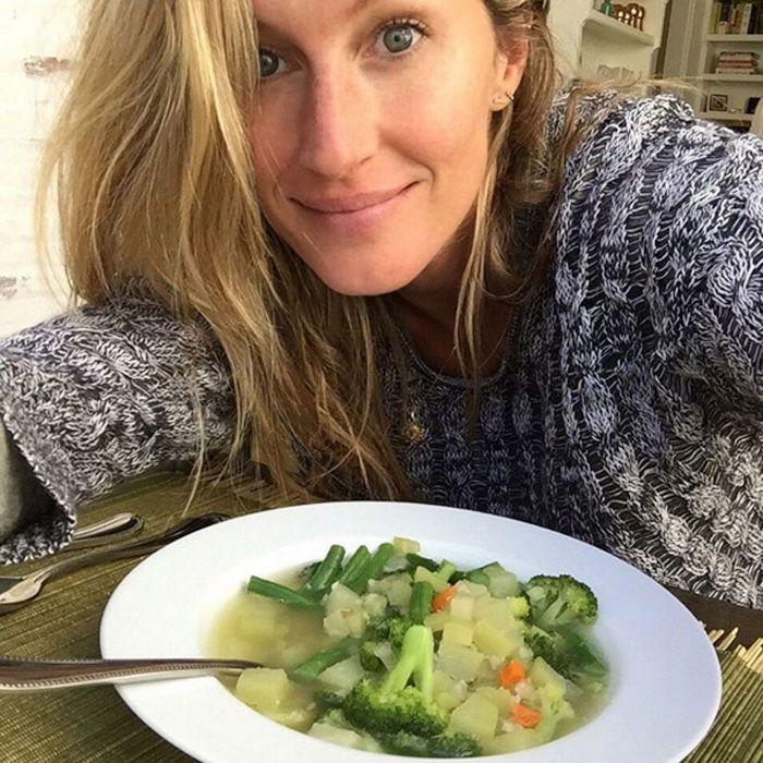 The supermodel loves her coconut oil, spirulina, and farmers' market veggies.