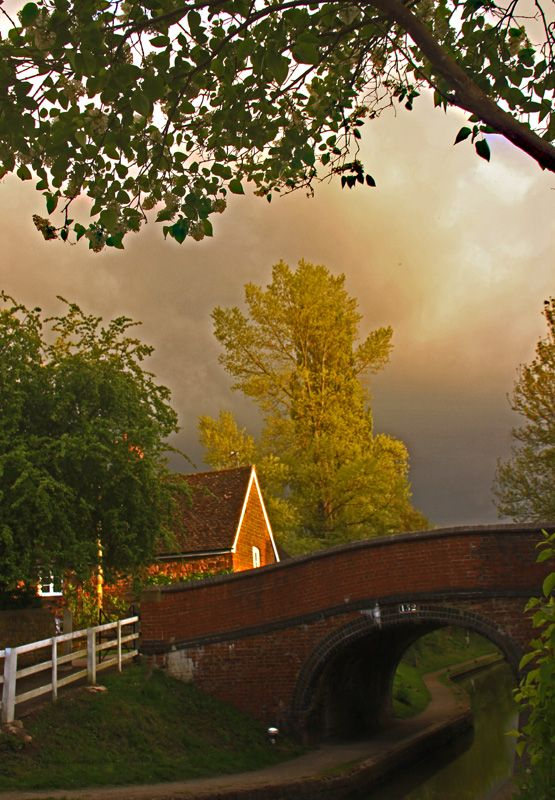 Oxford Canal - Cropredy, England. Pass through Copredy on a 10/11 night break from Rugby Wharf to Oxford and return.