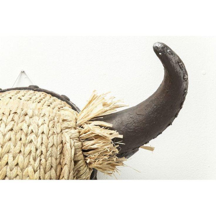 Διακοσμητικό Head Bull Staw Ένα country διακοσμητικό κεφάλι ταύρου, ιδανικό για το εξοχικό. Κατασκευασμένο από polyresin και fiber glass, με διακόσμηση από άχυρο στα κέρατα.