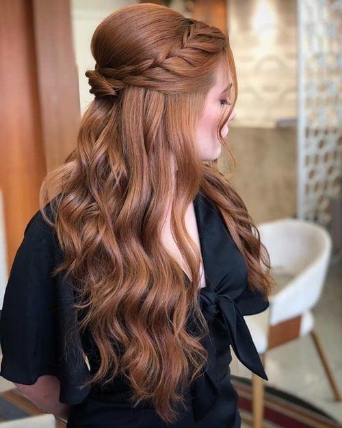 Penteado de festa: semi preso, tranças e coques para usar em 2020 | Prom  hairstyles for long hair, Simple prom hair, Long hair updo