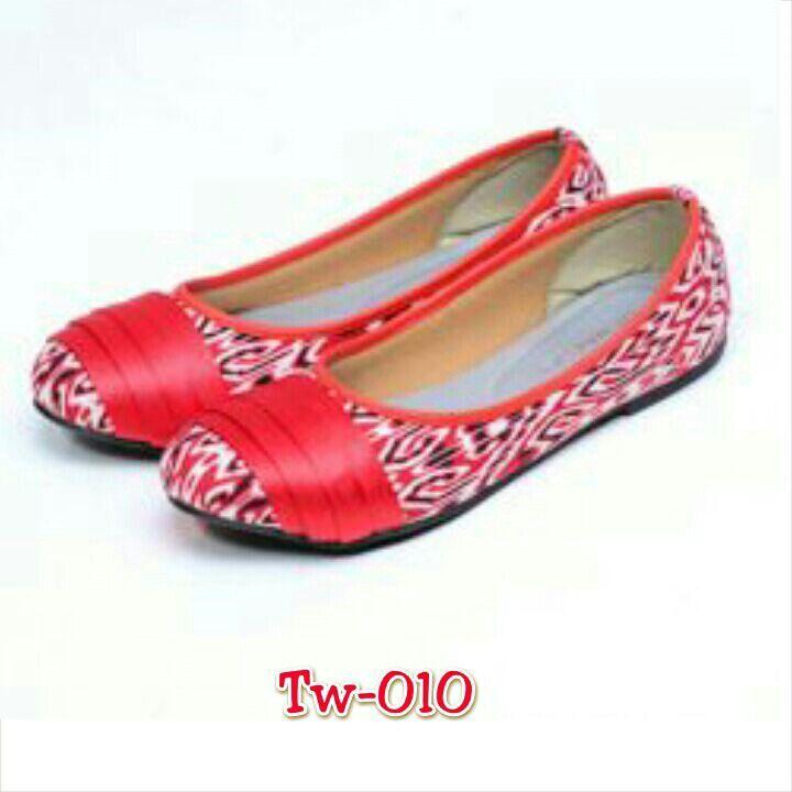 Sepatu tenun mix kulit, uk. 36 sd 41, minat hub. Ke Facebook: shop lombok, Instagram: tenun_dan_mutiara_sasak, watsap:  087865461834, pin BB: 7DAC95EC