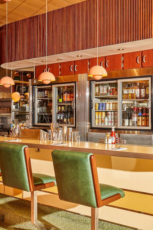 Inside The Riddler, NYC's Swankiest New Champagne Bar Restaurant Concept, Cafe Restaurant, Restaurant Design, Retro Cafe, Retro Diner, 1950s Diner, Diner Recipes, Diner Food, Diner Aesthetic