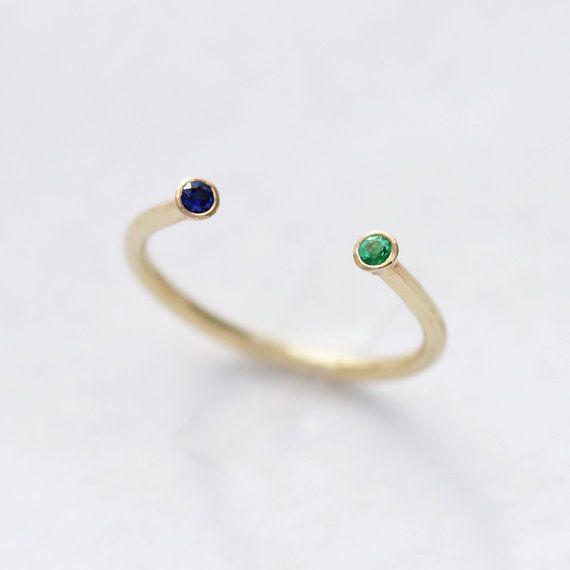 Ferro di cavallo d'oro anello con zaffiro e smeraldo  di artemer, $270.00