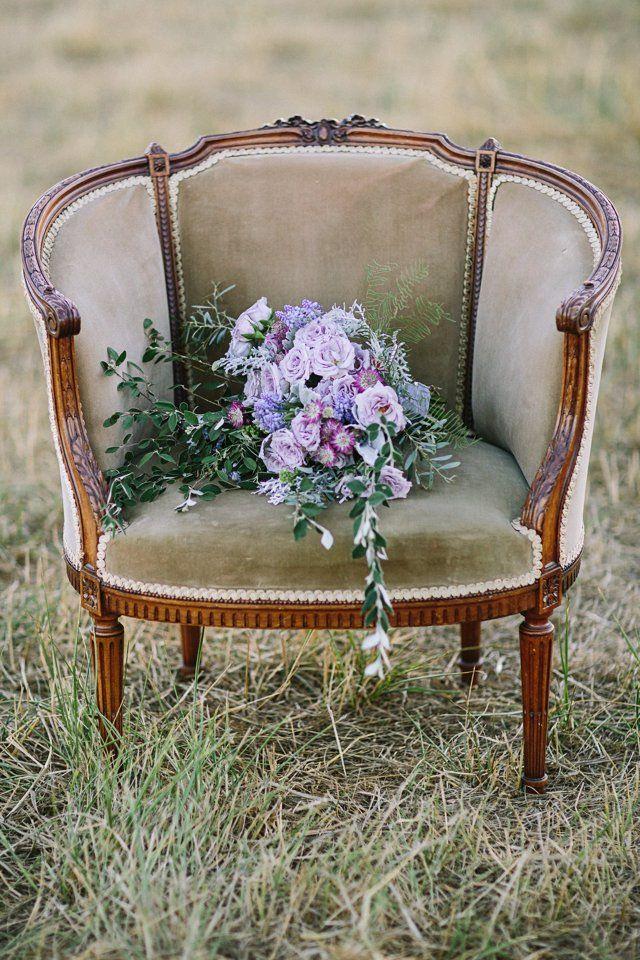 Vintage wedding decor idea; photo: Retrospect Images