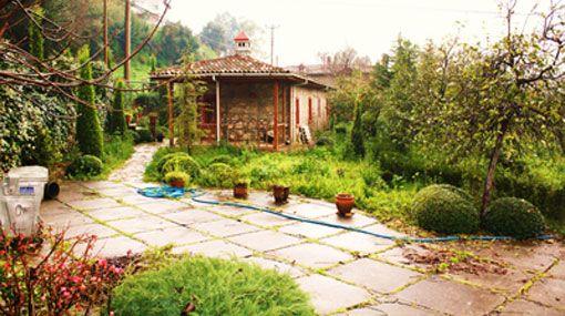 Köylü Gadın ürünlerinin toplandığı bahçe