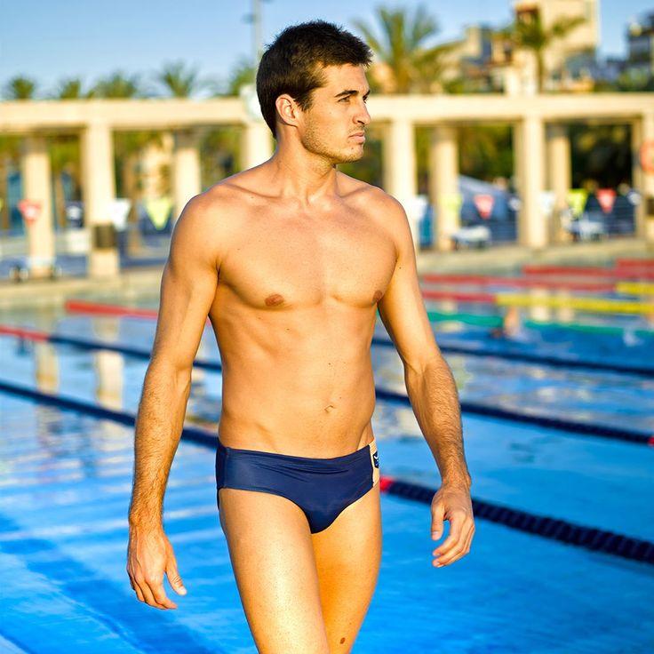 A veces, la pura elegancia se encuentra en un buen #básico 🏊🏊  #swimmer #swimming #bewater #water #wearyourdreams #chaseyourdreams #taymorylife #taymory