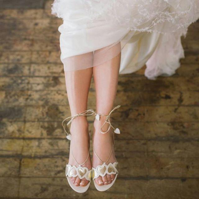 13 Photos Qui Vont Vous Convaincre de Porter des Chaussures Plates le Jour  de Votre Mariage
