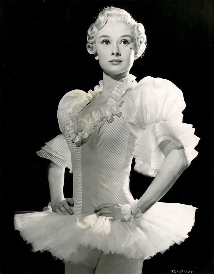 Top 25 best audrey hepburn ballet ideas on pinterest for Audrey hepburn pictures to buy