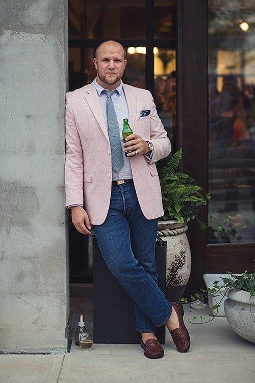 Não tenha medo de comprar calças jeans mais justas, pois o tecido tende a ceder. | 15 dicas de moda que homens gays querem que héteros saibam