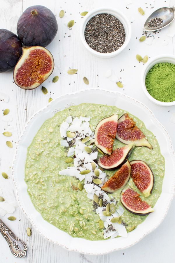 The combination of flavours of this overnight porridge is just so delicious and refreshing. Fresh figs are one of my favourite things at this time of the year and they work really well with the matcha, coconut and vanilla. This is a feel good breakfast that will keep you fuelled for hours.