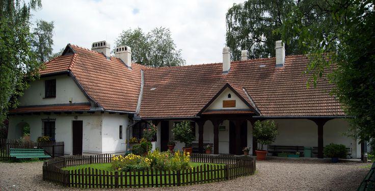 Rydlowka_manor_house,_28_Tetmajera_street,_Bronowice_Małe,_Krakow,_Poland.jpg (4506×2301)