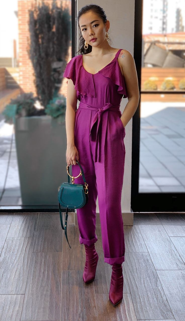 ce186beb90b9 Christmas Party Outfit Idea - Holiday season party dress up. How to look  effortless and glamorous for holiday parties.  formaldress   cocktailpartyoutfit ...