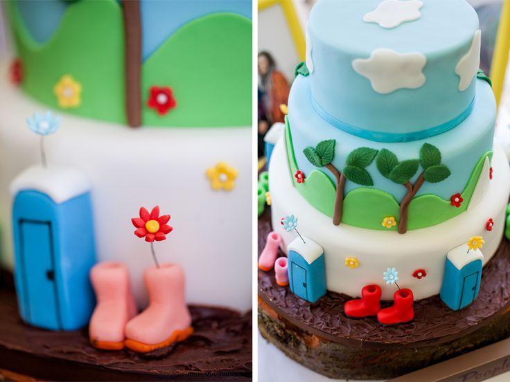 Huntstile Organic Farm | Glastonbury Festival Wedding Cake | www.kerrybartlett.co.uk