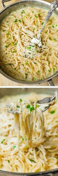 Como preparar una deliciosa y cremosa salsa de cuatro quesos perfecta para servir con pasta. ¡Cocínala hoy mismo!